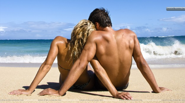 Loving-Couple-Near-Beach