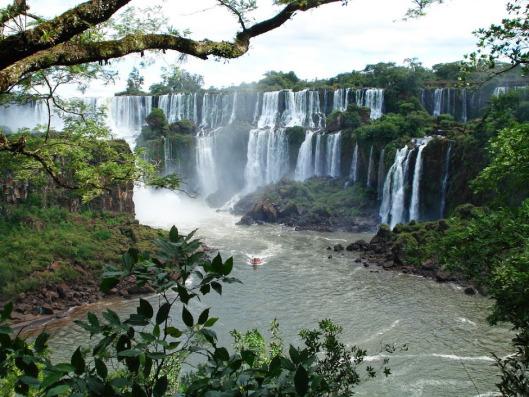 1558-waterfall-on-the-iguazu-river-in-brazil