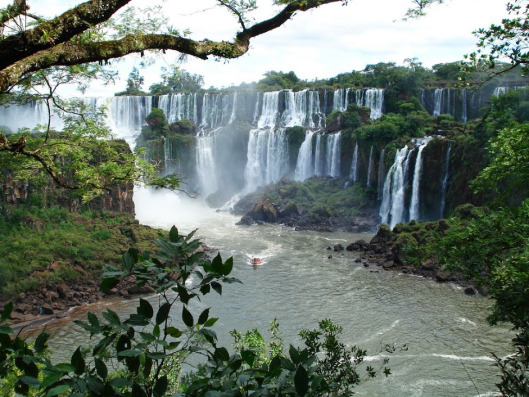 1558-waterfall-on-the-iguazu-river-in-brazil
