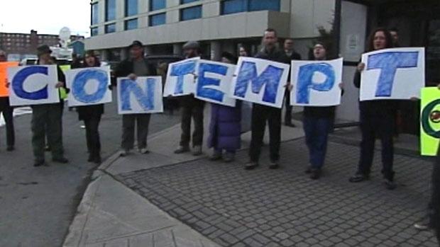 nl-620-contempt-sign-201103