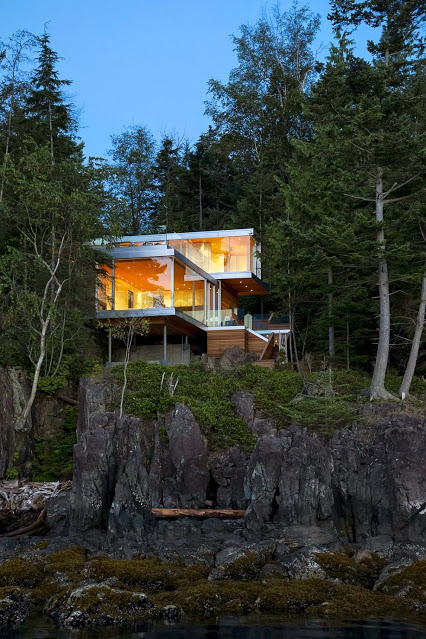 Exceptional-Gambier-Island-House-on-a-cliff