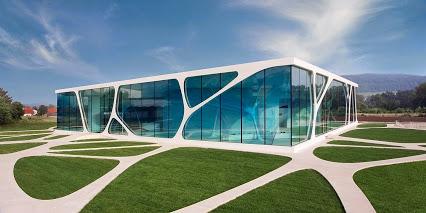 Leonardo_Glass_Cube