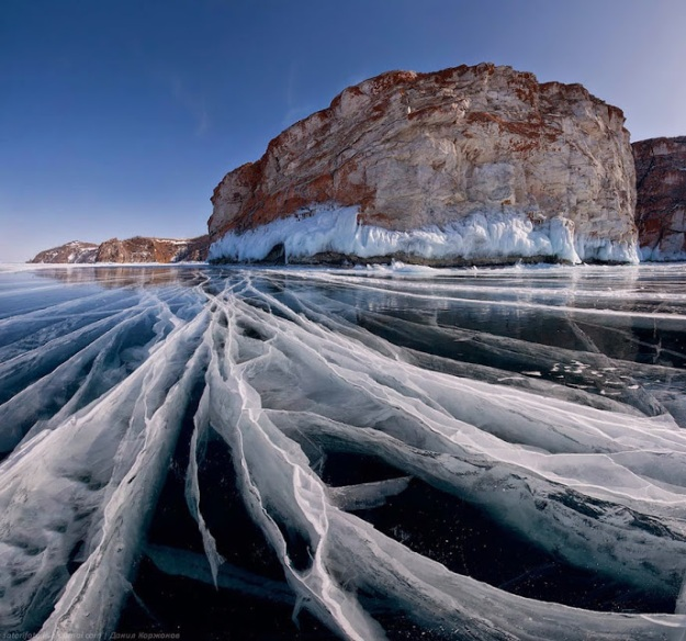 10 Breathtaking Frozen Lakes, Oceans And Ponds, That Look Like Art 8