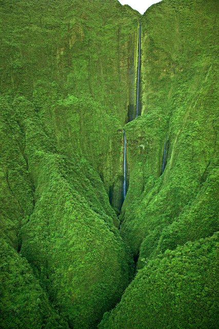 amazing-places-to-visit-Maui-Waterfalls[1]