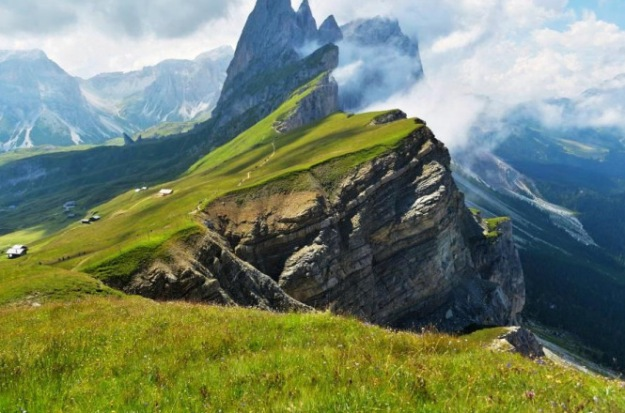 Beauty-of-the-Dolomites-Italy-011