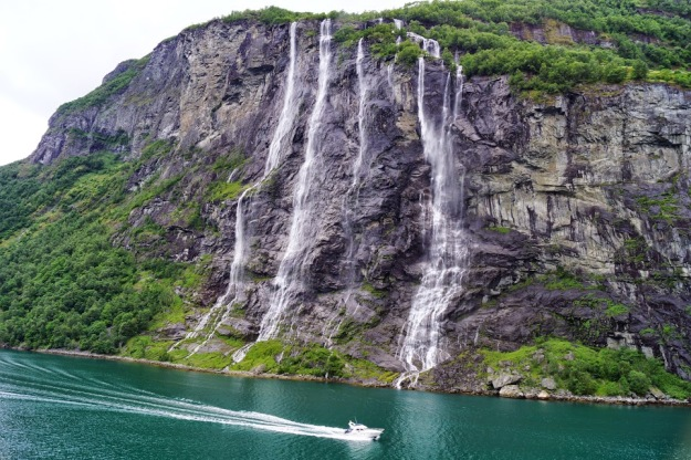 geiranger-seven-sisters-waterfall