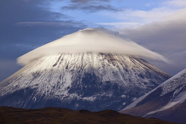 Lenticular-clouds-over-Klyuchevskaya-Sopka-Mountain-Russia1