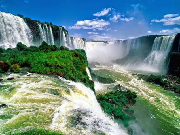 Iguassu_Falls_Devils_Throat_Brazil