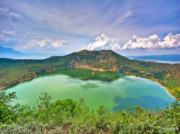 Main-Crater-Lake-at-Vulcan-Point-Taal-Volcano–Luzon-Philippines