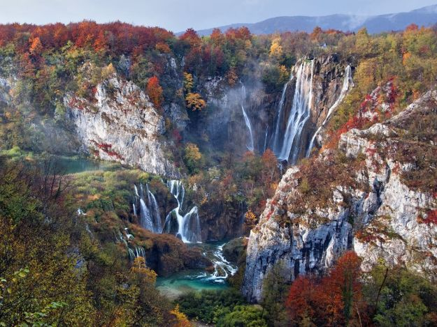 plitvice-lakes-autumn-croatia_88864_990x742