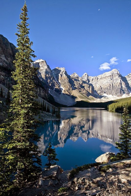 moraine_lake_alberta_canada_by_derek