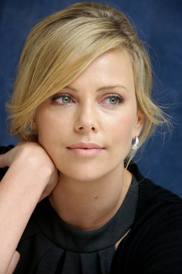 "BEVERLY HILLS, CA - SEPTEMBER 15: Charlize Theron at the ""In Valley of Elah"" press conference at the Four Seasons Hotel in Beverly Hills, California on September 15, 2007. (Photo by Vera Anderson/WireImage)"