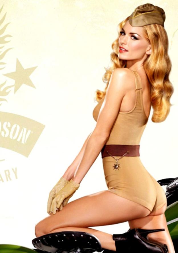 Victoria-Secret-Model-Marisa-Miller-Dressed-in-US-Army-Uniform-Posing-Next-to-a-Harley-Davidson-Motorcycle-4